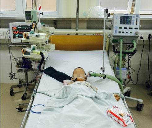 Ở nhà một mình, bé 3 tuổi ngộ độc khí cháy