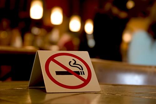 Khói thuốc lá đầu độc môi trường