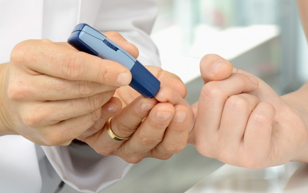 Ai cần kiểm tra đường huyết định kỳ?