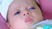 Bé gái 'xóm lùn' Đồng Nai chào đời với đôi mắt xanh khác người