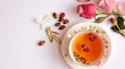 Nhà giáo dưỡng sinh với trà hoa và những chú ý trong việc bảo vệ sức khoẻ