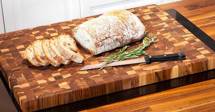 Vì sao bạn nên luôn chọn mua thớt gỗ thay vì thớt nhựa?